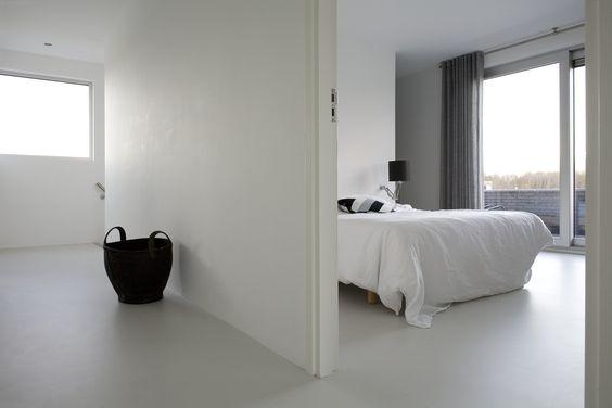 cementgebonden gietvloer wit slaapkamer